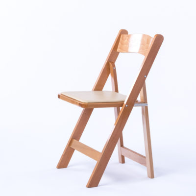 natural wodden folding chair with ivory padded seat