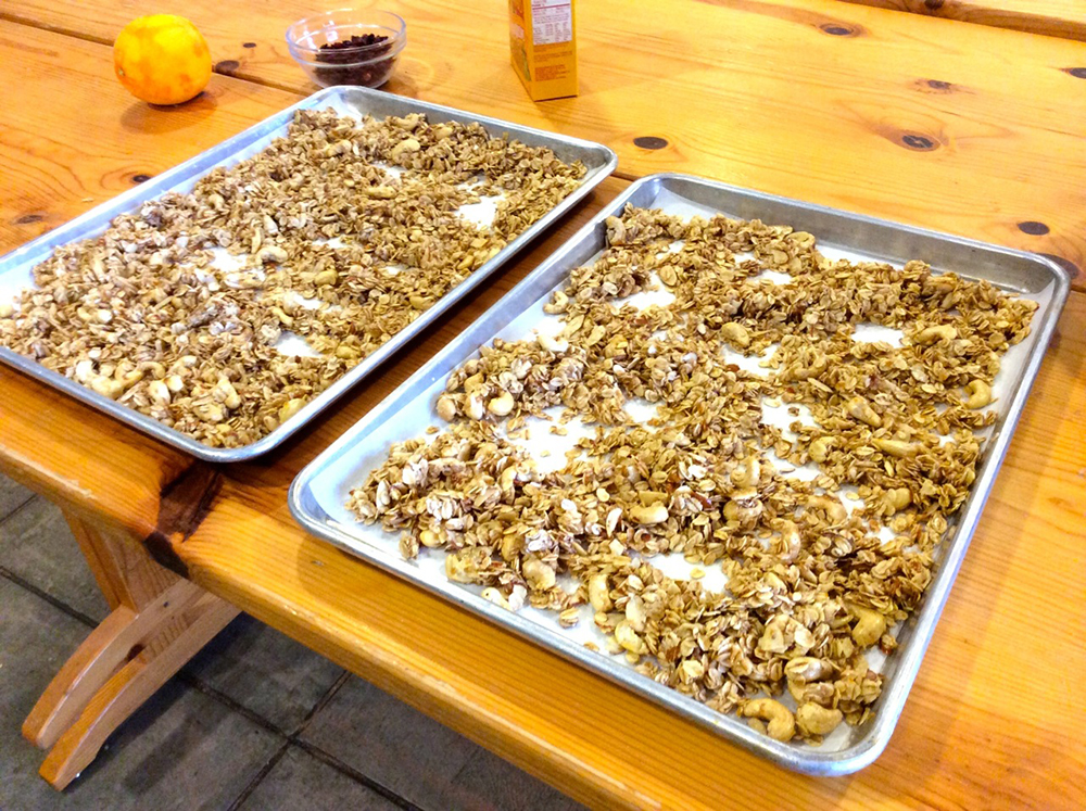 Baking the BEST EVER HOMEMADE GRANOLA in the oven