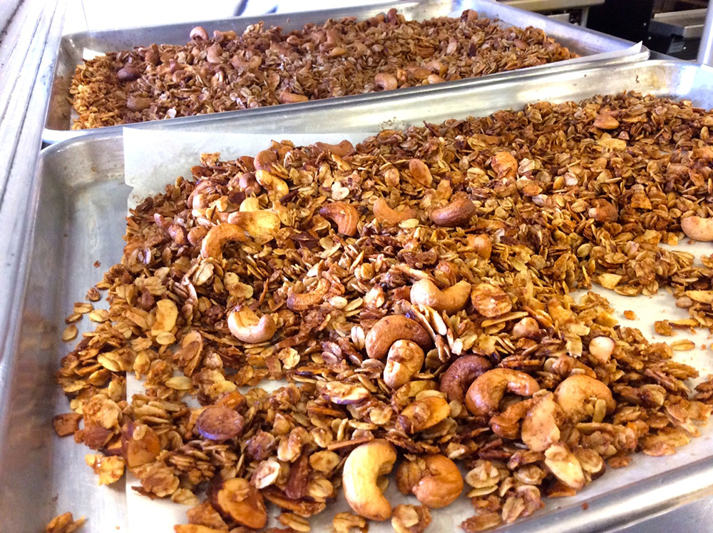 THE BEST EVER HOMEMADE GRANOLA OUT OF THE OVEN