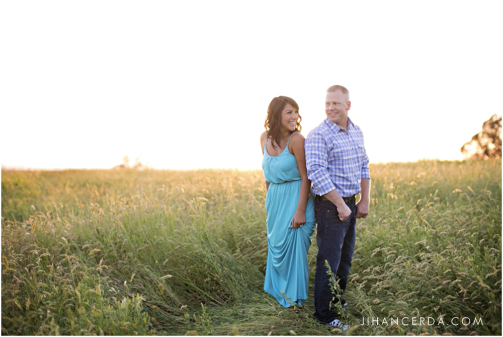 ENGAGEMENT PHOTOS TIPS AND TRENDS WHAT TO WEAR