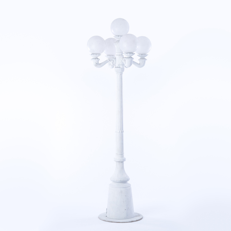 Delicieux Victorian Lamp Post, 5 Globe White